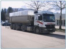 tovornjak z izdelano cerado