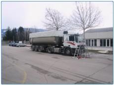 izdelan tovornjak z cerado
